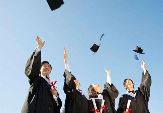 政协委员:大学生一毕业就进机关不合适